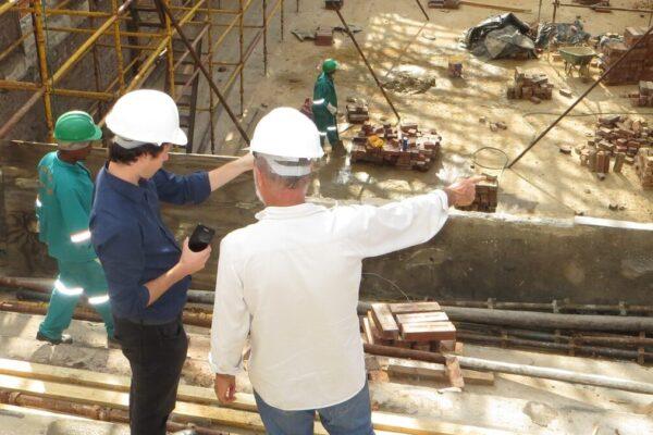 Ninguém deseja, mas há problemas que infelizmente acontecem nas obras de construção civil. E eles podem existir tanto no canteiro de obras quanto fora, na gestão.