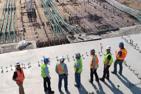 Quando o assunto é construção, uma das preocupações é como reduzir gastos sem comprometer a qualidade. Saiba como evitar desperdícios.